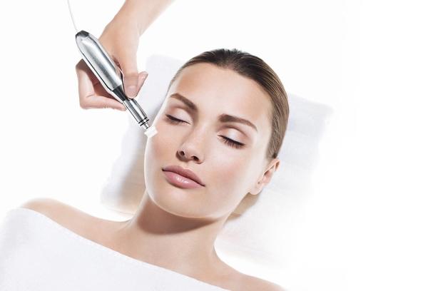 Microneedling Behandlung bei einer Kundin - Balance & Beauty Ottobrunn